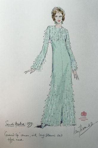 Фото №2 - Выездной гардероб: как стилисты и дизайнеры готовят королевских особ к турам