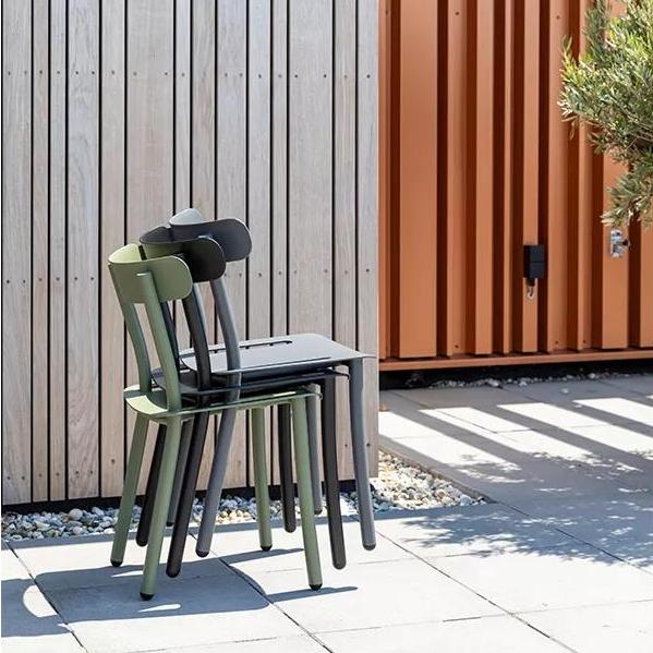 Фото №33 - Топ 15: штабелируемые стулья и мебель
