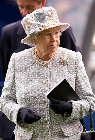 Фото №32 - Делайте ставки, господа: шляпки Королевы на Royal Ascot