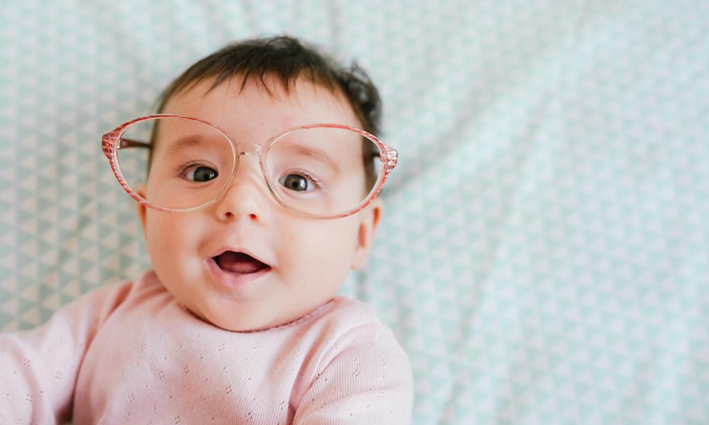 Когда ребенок начинает видеть: 5 этапов развития зрения у грудничков