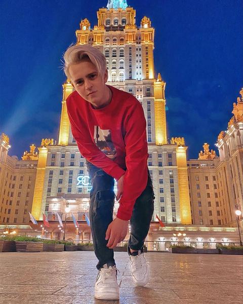 Фото №2 - Топ-5 самых стильных луков Никиты Златоуста