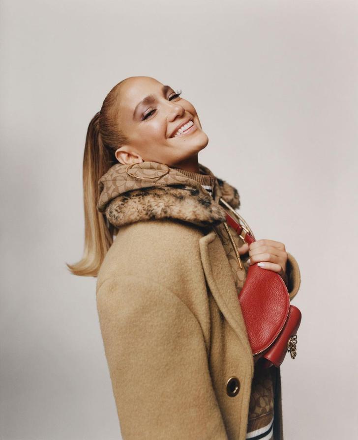 Фото №1 - Очаровательная Дженнифер Лопес в новой рекламной кампании Coach