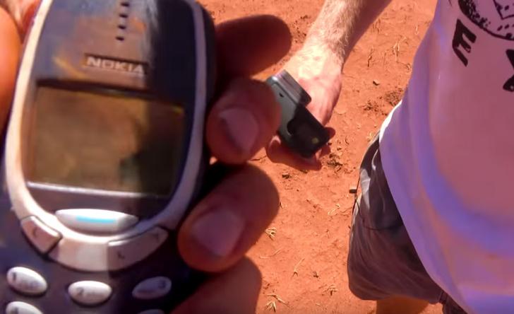 Фото №8 - Samsung S10, iPhone 11 и Nokia 3210 сбросили с вертолета (видео)
