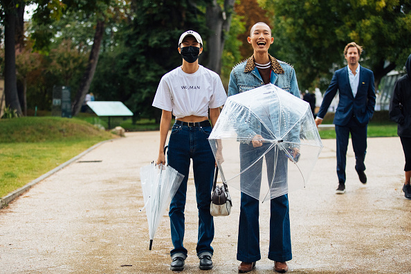 Фото №1 - Не болей: 4 способа стильно носить медицинскую маску