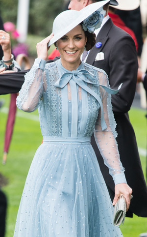Фото №13 - Гардероб на миллион: самые дорогие наряды герцогини Кейт