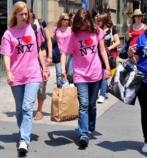 Фото №1 - Жители мировых столиц рассказали, что их раздражает в туристах