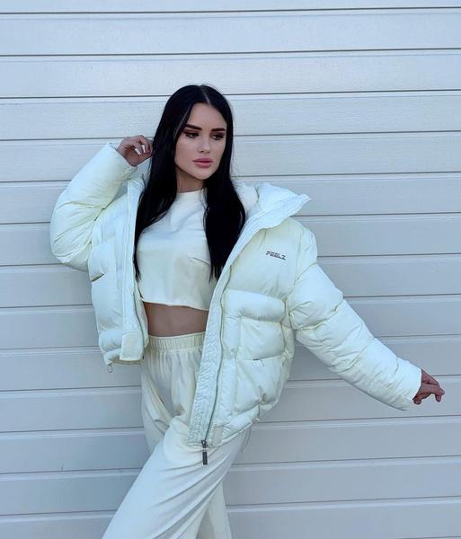 Фото №2 - Как носить total white: учимся у Карины Аракелян