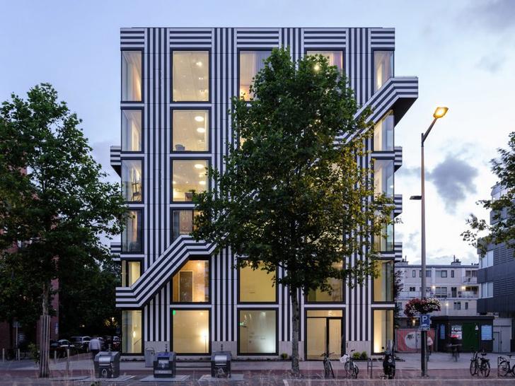 Фото №1 - Дом с монохромным принтом на основе шрифта в Амстердаме