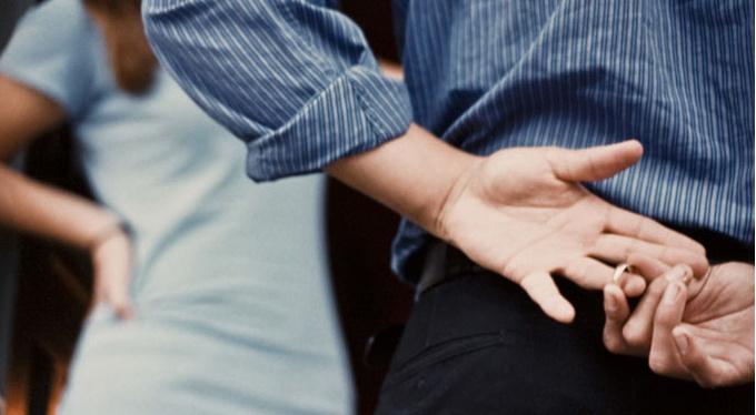 Неверность партнера: какие могут быть причины?