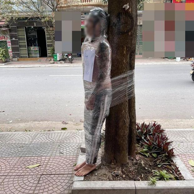 Фото №1 - Человек-призрак в полиэтиленовой пленке