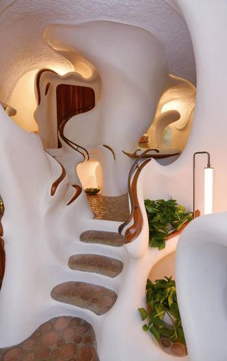 Фото №5 - Сказочный дом с органическими формами в сердце леса