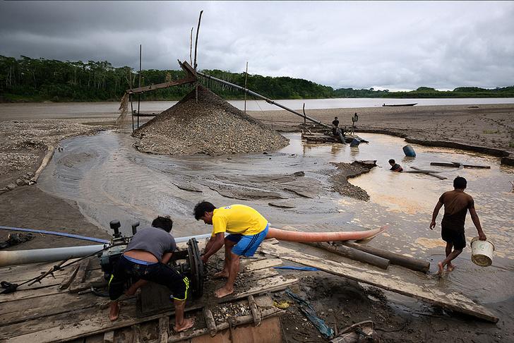 Фото №3 - Фоторепортаж: как добывают золото в джунглях Перу
