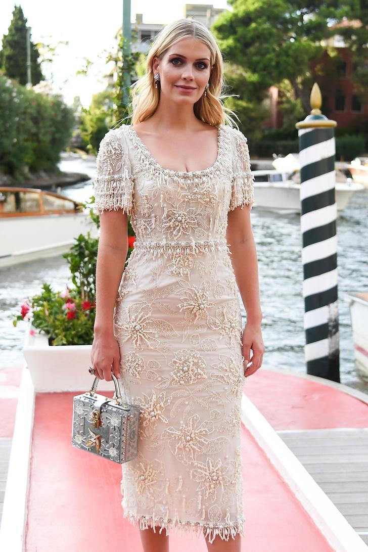 Фото №1 - Продолжение свадьбы? Леди Китти Спенсер в расшитом кремовом платье Dolce&Gabbana, достойном невесты
