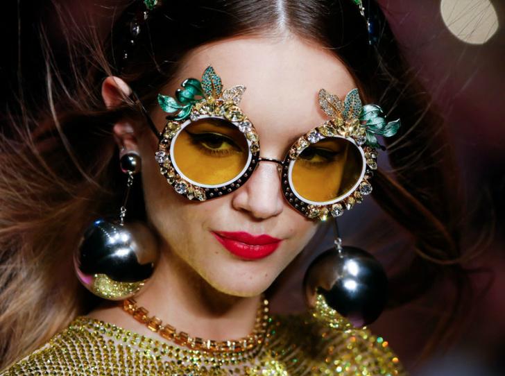Фото №1 - Макияж для «очкариков»:  4 правила, как не потерпеть фиаско