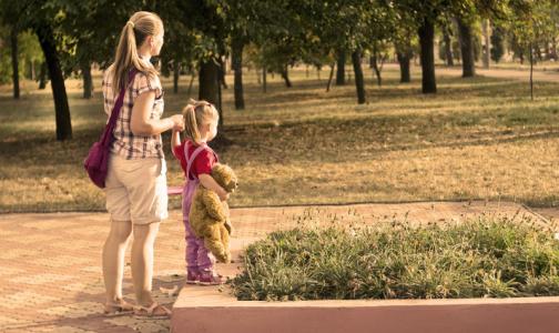 Фото №1 - Медведев предложил повысить 50-рублевые выплаты по уходу за ребенком до трех лет