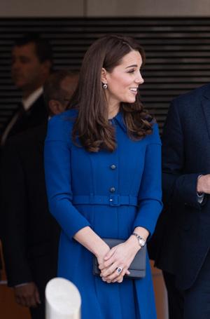 Фото №2 - Читаем по рукам: что говорят о Меган, Кейт и других королевских особах их руки