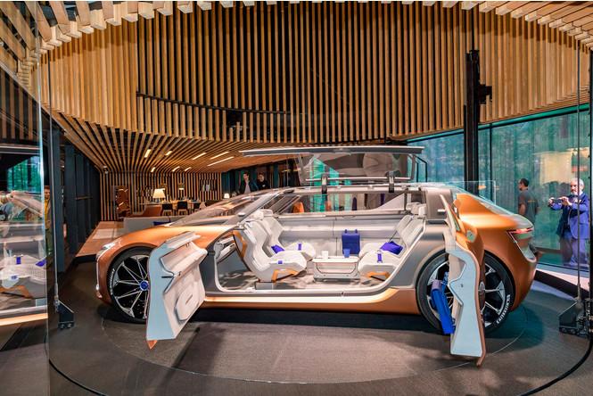 Фото №7 - Renault делает автомобиль будущего частью умного дома