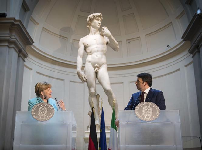 Фото №1 - «Дипломатия сумочки»: женщины в большой политике