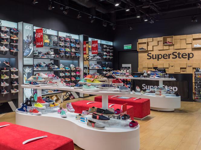 Фото №3 - Шаг за шагом: новый обувной магазин SuperStep в Атриуме