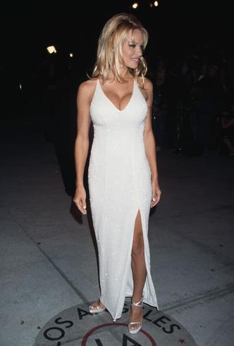 Фото №5 - Скандальная, модная, смелая: правила стиля Памелы Андерсон