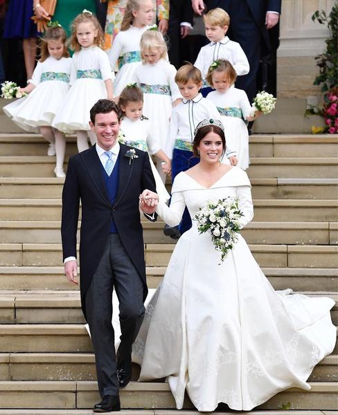 Фото №2 - Гарри испытал чувство «жгучего стыда», когда Меган объявила о своей беременности на свадьбе принцессы Евгении и стала центром внимания