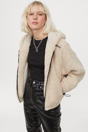 Фото №9 - 4 бренда, у которых можно найти плюшевые куртки, как на Лили Коллинз