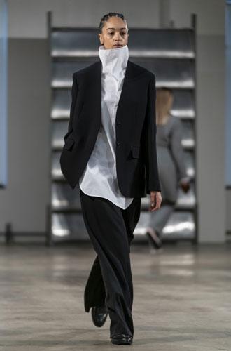Фото №24 - От классики до сочных красок: лучшие костюмы с Недели моды в Нью-Йорке