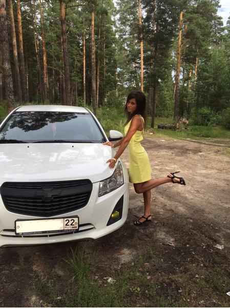 девушка с авто