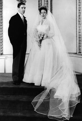 Фото №37 - 16 самых известных, красивых и дорогих свадебных платьев за всю историю