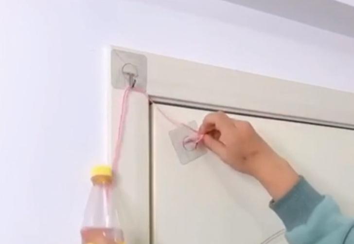 Фото №1 - Дачный лайфхак: простейший противовес для двери (видео)