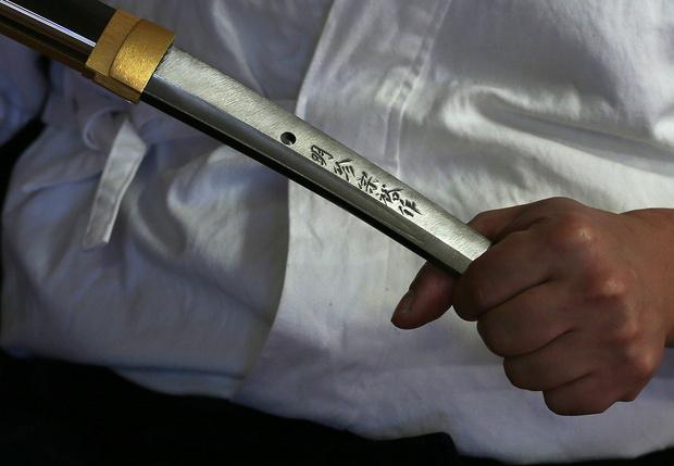Фото №1 - Мужик из Канзаса потребовал у суда разрешить схватку на мечах для решения спора с бывшей женой