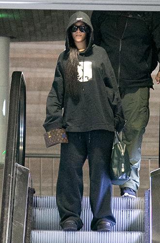 Фото №27 - Это слишком: как Рианна «помешалась» на одежде oversize