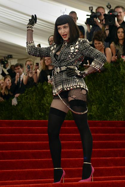 Мадонна в образе Givenchy