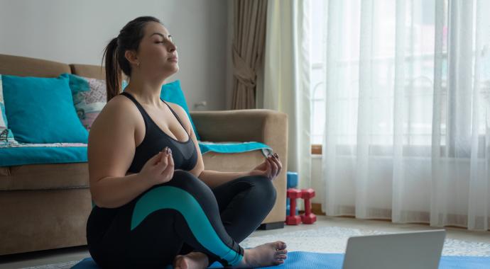 Если говорить о нестандартных методиках похудения, никак нельзя обойти стороной поразительные результаты людей, занимающихся дыхательной гимнастикой. О том, как можно дышать и худеть, рассказывает дипломированный фитнес-инструктор, специалист по похудению и коррекции фигуры.