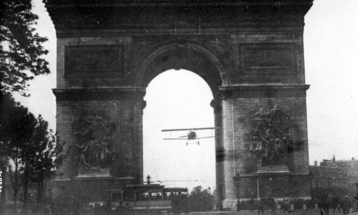 Фото №1 - История одного видео: пролет самолета через Триумфальную арку, август 1919 года