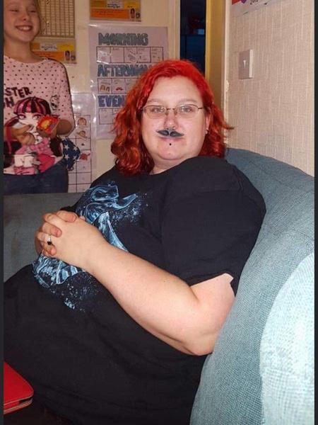Фото №1 - Многодетная мать, которая выпивала по 2 литра газировки в день, смогла похудеть на 53 кг