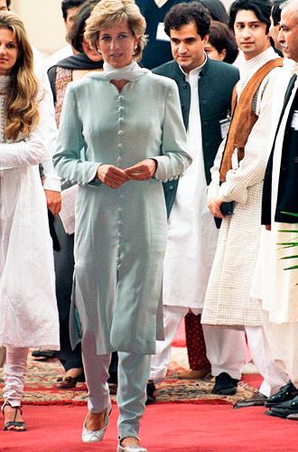 Фото №8 - Традиции и дань леди Ди: что означает первый образ Кейт в пакистанском туре
