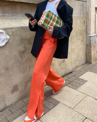 Фото №2 - Выбираем легкие женские штаны на лето: гид по фасонам и материалам