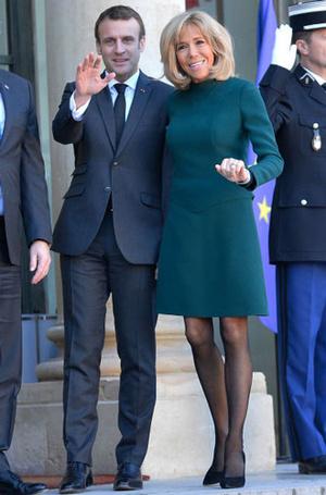 Фото №8 - Как Брижит Макрон сняла табу на мини-юбки и стала новой иконой стиля Франции