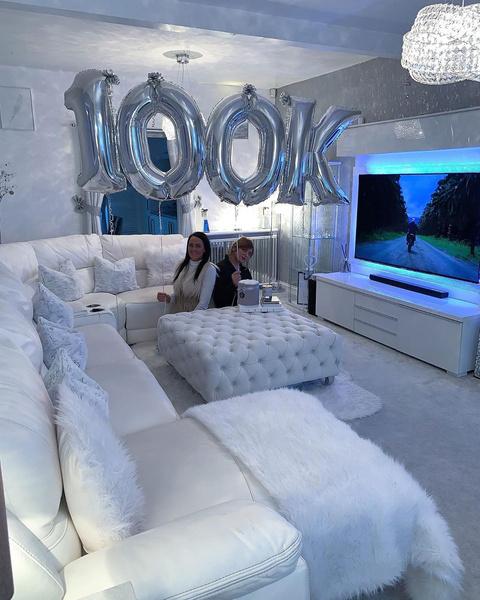 Иши Бано празднует— на «Инстаграм» с ее домом подписались 100 тысяч человек.