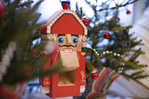 Фото №2 - Топ-7 необычных новогодних елок для детей