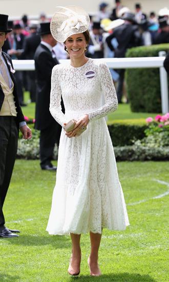 Фото №5 - Чья шляпа лучше: герцогиня Кембриджская и другие на Royal Ascot 2017