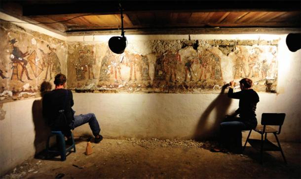 Фото №1 - В частном доме в Гватемале найдены фрески майя