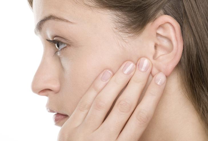 Боль в ухе при глотании причины лечение