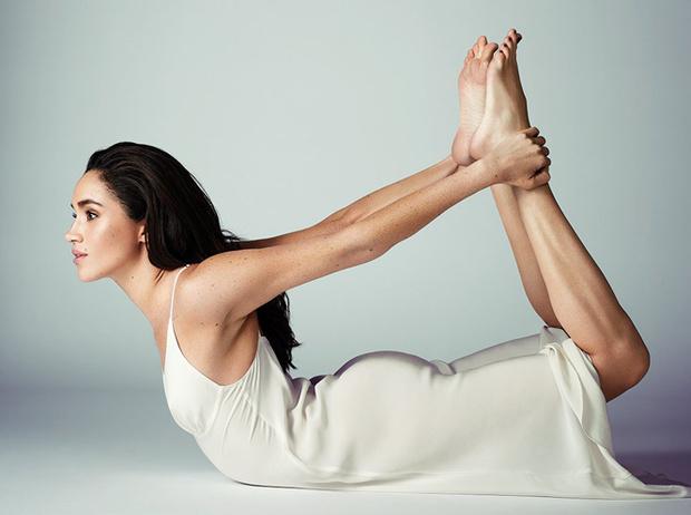 Фото №3 - Как она это делает: почему Меган Маркл выглядит моложе Кейт Миддлтон