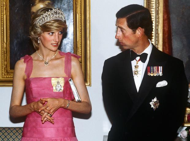 Фото №1 - Как принц Чарльз сделал предложение Диане Спенсер