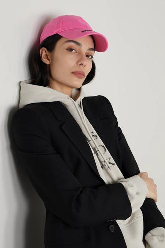 Фото №6 - Шапки, береты и кепки: самые модные головные уборы осени и зимы 2021/22