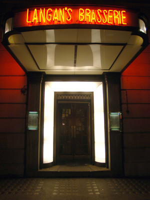 Фото №5 - От ресторана до ночного клуба: где и как развлекаются Виндзоры, когда их никто не видит