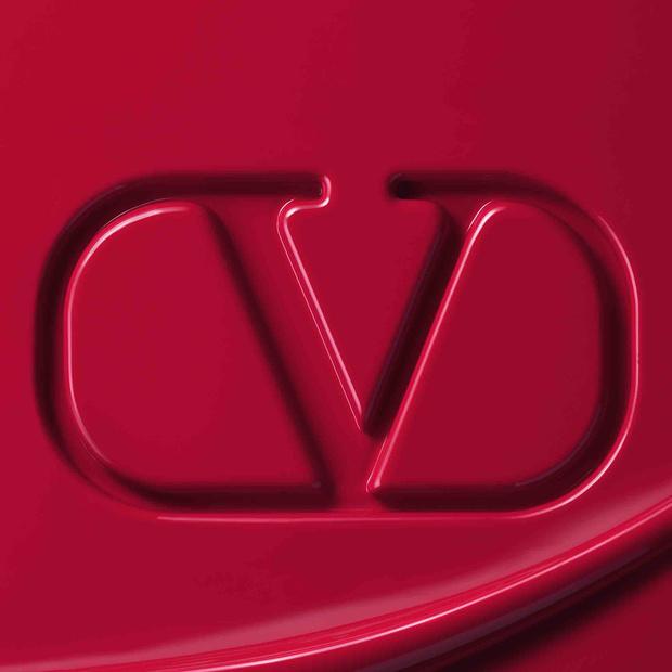 Фото №1 - Valentino объявили о запуске собственной линии макияжа