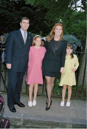 Фото №3 - Почему принц Эндрю и Сара Фергюсон остались жить вместе после развода
